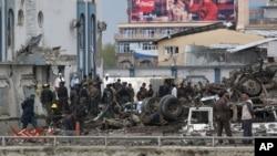 Lực lượng an ninh Afghanistan tại hiện trường của cuộc tấn công do phe Taliban thực hiện ở thủ đô Kabul, Afghanistan, ngày 19/4/2016.