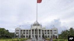 Trung Quốc lập thành phố Tam Sa trên đảo Phú Lâm 2 năm trước đây để quản lý hành chính một khu vực rộng lớn ở Biển Đông. Thành phố Tam Sa có một đồn quân sự và Trung Quốc đang cho lập một hệ thống tuần tra một phần nhằm bảo vệ chủ quyền quốc gia.
