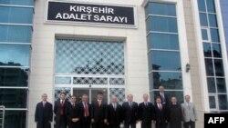 """Bir gazeteyice dünyada muhtemelen lik kez """"meslekten men"""" cezasının verildiği Kırşehir Adliyesi"""