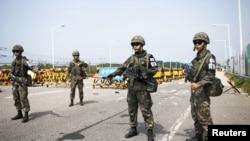 南北韓板門店分界線處南韓軍人。