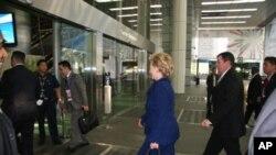 国务卿克林顿进入会场