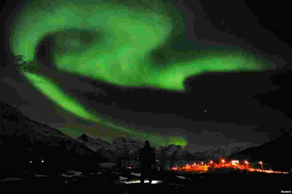 شمالی ناروے میں ناردرن لائٹس کی ایک تصویر