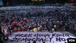 """香港人參與民陣6月26日""""G20 Free Hong Kong""""集會,希望國際社會向北京施壓。(美國之音湯惠芸攝)"""