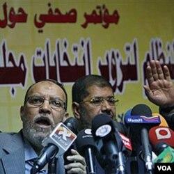 Para pemimpin Ikhwanul Muslimin Mesir saat menolak hasil pemilu parlemen lalu (25/11). Peran Ikhwanul Muslimin dalam pemerintahan transisi Mesir akan menjadikan tanda tanya mengenai masa depan hubungan bilateral Mesir-AS.