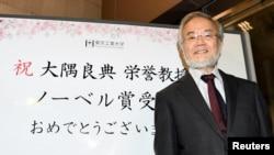 یوشینوری اوسومی دانشمند و بیولوژیست ۷۱ ساله ژاپنی