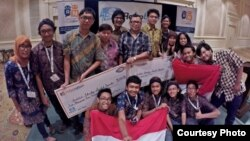 Tim Institut Teknologi Sepuluh November (ITS) Surabaya dalam kompetisi RoboBoat Internasional 2016 di Virginia, AS. (Courtesy: Harry Mukti/UI)