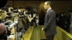 """2013-06-04 美國之音視頻新聞: 南非""""刀鋒戰士""""首次出庭"""