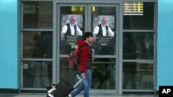آرشیف:یک جوان افغان که به تاریخ ۲۵ دسامبر ۲۰۱۶ از آلمان اخراج شد و به میدان هوایی کابل رسید