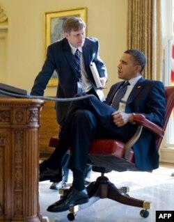 Maykl Makfol prezident Barak Obamaning yaqin maslakdoshlaridan