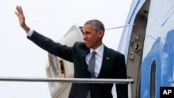 奧巴馬總統2016年11月18日登上空軍一號離開柏林的泰格爾機場,前往秘魯首都利馬參加年度亞太經合會議。