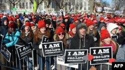 Hàng chục ngàn người hôm thứ Tư đã tề tựu về khu vực Quảng trường Quốc gia tham gia sự kiện 'March for Life''