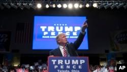 លោក Donald Trump ថ្លែងទៅកាន់ក្រុមមនុស្សក្នុងការប្រមូលផ្តុំសម្រាប់យុទ្ធនាការមួយ កាលពីថ្ងៃទិ២៧ ខែកក្កដា ឆ្នាំ២០១៦ ក្នុងក្រុង Toledo រដ្ឋ Ohio។
