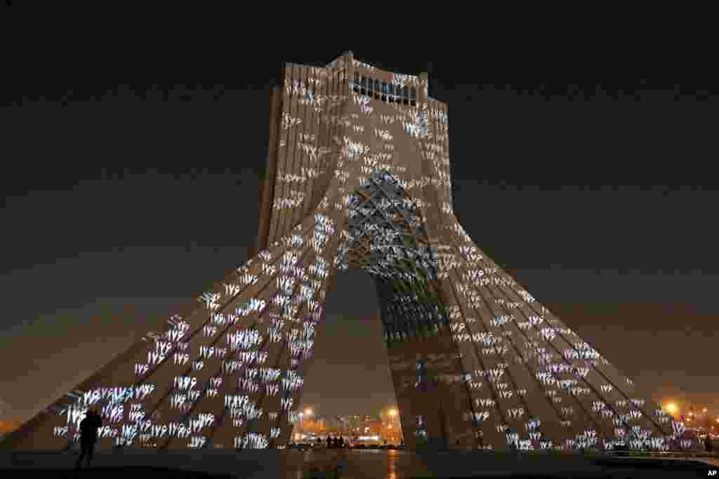 برج آزادی در تهران پایتخت ایران به مناسبت اولین سالروز سقوط طیارهٔ اوکراینی و یادبود از کشته شدن تمام سرنشینان این طیاره نورافشانی شد.