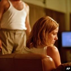 Οι καλλιτέχνες της ταινίας «Κυνόδοντας» τιμούνται απόψε στο Λος Άντζελες