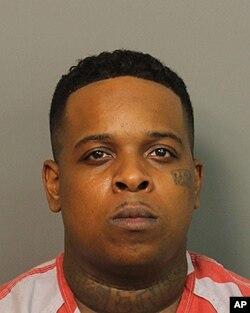 Ricky Hampton, rapero de Memphis, Tenesí, conocido como Fines 2Tymes, fue detenido en Birminghan, por un incidente con arma en Forrest City, Arkansas.
