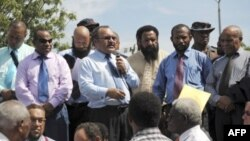 Perdana Menteri Papua Nugini Peter O'Neill berbicara kepada para pendukungnya di Port Moresby. (Foto: Dok)