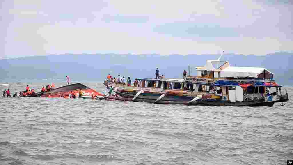 سات ہزار سے زائد جزائر پر مشتمل اس سمندری خطے میں مسافر کشتیاں نقل و حمل کا سب سے اہم ذریعہ ہیں۔