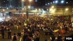 香港佔中運動呼籲梁振英下台化解危機