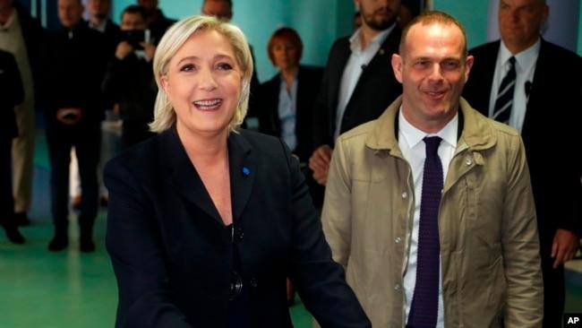 Sondeos ponen adelante a Macron en primera vuelta de elecciones francesas