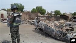 Wasu gidaje da aka kona a harin da ake zaton 'yan Boko Haram ne suka kaishi a Kawuri dake Maiduguri, Junairu 28, 2014