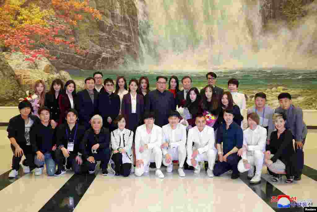North Korean leader Kim Jong Un poses with South Korean K-pop singers in this photo released by North Korea's Korean Central News Agency (KCNA) in Pyongyang.