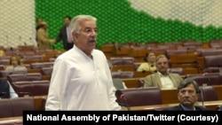 خواجہ آصف نے دعویٰ کیا ہے کہ عمران خان نے ایک اجلاس کے دوران کہا کہ چیک کریں نواز شریف کی رپورٹس جعلی تو نہیں ہیں۔