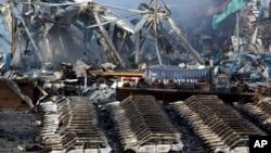 Spaljeno skladište i vozila u kineskoj luci Tianđin