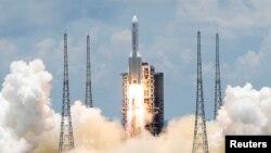 တ႐ုတ္ႏုိင္ငံေတာင္ပိုင္း ဟုိင္နန္ကၽြန္းမွာရွိတဲ့ Wengchang အာကာသစခန္းကေန The Tianwen-1 အာကာသယာဥ္ကို လႊတ္တင္တဲ့ ျမင္ကြင္း။ (ဇူလိုင္ ၂၃၊ ၂၀၂၀)