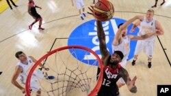 DeMarcus Cousins da espectáculo en el triunfo estadounidense sobre Ucrania en el Mundial de Baloncesto de España.