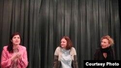 Дарья Жук, Эми Хобби и Хельга Ландауэр в Трайбеке. Photo: Oleg Sulkin