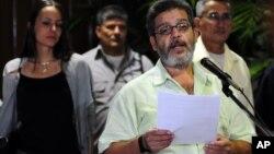 Marco Leon Calarca, miembro de las FARC, explica resultado de negociaciones con funcionarios colombianos, desde La Habana, Cuba, en donde se desarrollan las conversaciones.