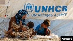 Pengungsi Suriah beristirahat di salah satu kemah penampungan pengungsi di pinggiran kota Arbil, wilayah Kurdi, Irak (20/8).