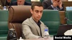 مهدی حاجتی، عضو شورای شهر شیراز چند ماه پیش از انتقاد دو شهروند بهایی انتقاد کرده بود.