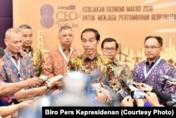 Presiden Joko Widodo di Jakarta, Rabu, 29 November 2017, meminta agar masyarakat yang tinggal dekat dengan Gunung Agung untuk mengungsi.