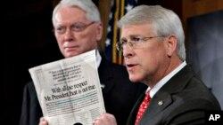 16일 독극물이 든 편지를 받은 미국 공화당 소속 로저 위커 미시시피 상원의원(오른쪽). (자료사진)