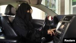 2013年10月22日沙特阿拉伯一名妇女开车。