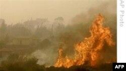 گسترش يک آتش سوزی بخشی از اطراف آتن پايتخت يونان را فراگرفته است