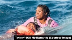 """Au moins deux femmes sont mortes et de nombreuses personnes sont portées disparues et """"présumées noyées"""", annoncent SOS Méditerranée et Médecins Sans Frontières (MSF), 27 janvier 2018. (Twitter/ SOS Méditerranée)"""