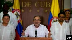 Chỉ huy Lực lượng Vũ trang Cách mạng Colombia (FARC), Rodrigo Londono, được nhiều người biết tới với cái tên Timoshenko hay Timoleon Jimenez, trả lời báo giới ở Havana, Cuba, ngày 28 tháng 8, 2016.
