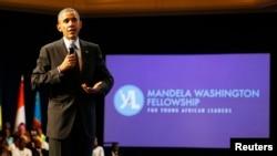 El presidente Barack Obama se dirige a los integrantes del programa de Jóvenes Líderes Africanos en el hotel Omni Shoreham en Washington el lunes 28 de julio.