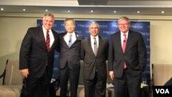 澳大利亞、南韓、新加坡駐美大使與澳大利亞前總理陸克文(從左至右)給川普建言 (美國之音莉雅拍攝)