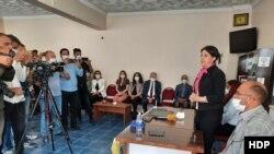 Pervin Buldan Kars'ta gazetecilere açıklama yaptı.