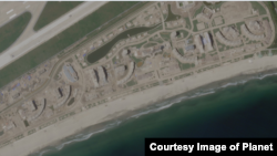 지난달 12일 촬영한 원산-갈마 해안관광지구 위성사진. 해안가를 따라 긴 형태로 조성된 이 지역에는 올해 초까지만 해도 볼 수 없던 건물들이 빼곡히 들어서 있다. 사진 제공=Planet Labs Inc.