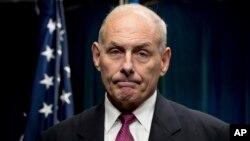 El secretario de Seguridad Nacional, John Kelly, visita la frontera suroeste de EE.UU.