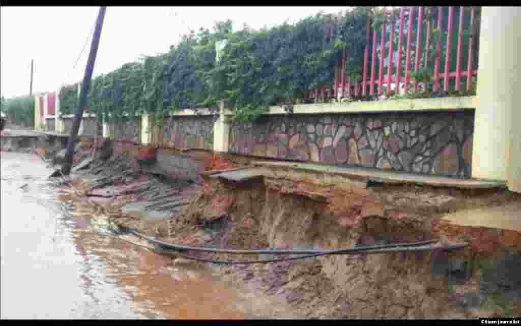 Desabamento de estrada após chuvas da madrugada de 16 de Dezembro em Maputo