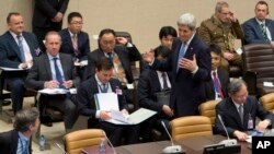 Ngoại trưởng Mỹ John Kerry đến tham dự cuộc họp bàn tròn tại trụ sở của NATO ở Brussels, ngày 01/12/2015.