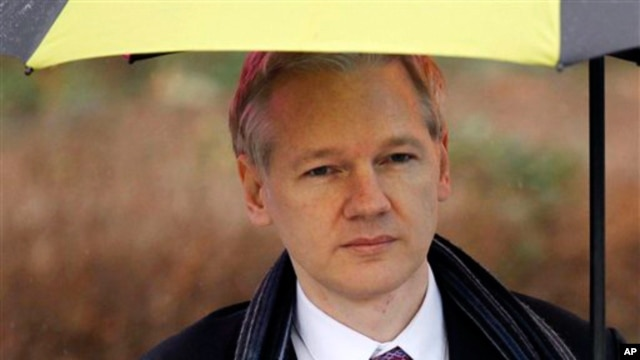 WikiLeaks founder Julian Assange arrives at Belmarsh Magistrates' Court in London, February 11, 2011