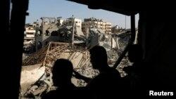 巴勒斯坦人表示他們目擊一座位於加沙城的清真寺,在8月2日遭以色列空襲後留下的遺骸。