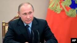 Tổng thống Nga Vladimir Putin chủ trì một cuộc họp Hội đồng An ninh ở Moscow, ngày 16 tháng 6, 2017.