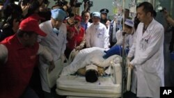 Medical staff move landslide survivor Tian Zeming following surgery in a hospital in Shenzhen in southern China's Guangdong province on Dec. 23, 2015. Rescuers pulled Tian from the rubble of a massive landslide in Shenzhen early on Wednesday. (Chinatopix via AP)